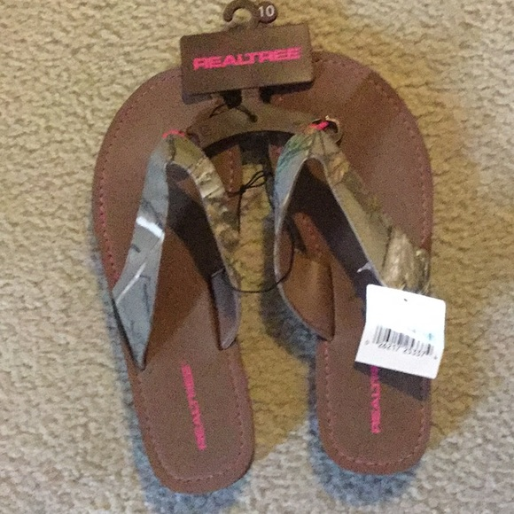 Realtree Shoes   Ladies Camo Flip Flops